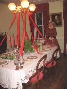 Holiday candlelight tours capture style of 1860s Alexandria